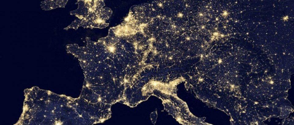 Escucha Europa de Noche